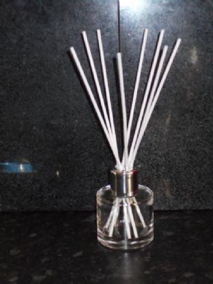 100ml Clear Glass, Silver Coloured cap, Reed Diffuser 150+ fragrances to choose from.